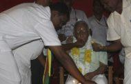 தேர்தல் மேடையில் சம்பந்தனுக்கு கேக் வெட்டி பிறந்தநாள் கொண்டாட்டம்!!