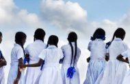 மீண்டும் பாடசாலை மாணவர்களின் சீருடையில் ஏற்பட்டுள்ள மாற்றம்!!