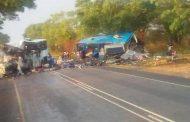 சிம்பாவேயில் இரண்டு பேருந்துகள் நேருக்கு நேர் மோதியதில் 47 பேர் உயிரிழந்துள்ளனர்.