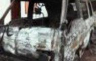 யாழ்ப்பாணத்தில் வாகனம் ஒன்றின் மீது பெட்ரோல் குண்டுத்தாக்குதல்...!!!