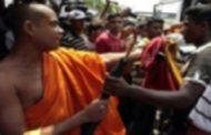 விகாரைக்குள் புகுந்து புத்த பிக்கு மீது சரமாரியாக தாக்குதல்