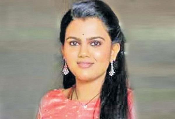 பிரபல பாடகி பிரணவியை படுக்கைக்கு அழைத்த இயக்குனர்..!!