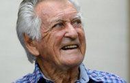 அவுஸ்திரேலியாவின் முன்னாள் பிரதமர் Bob Hawke இன்று காலமானார்.