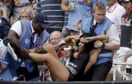 ஆபாசப்பட அழகியால் லோர்ட்ஸ் மைதானத்தில் நடைபெற்ற உலகக்கிண்ண இறுதிப்போட்டியில் ஏற்பட்ட பரபரப்பு!