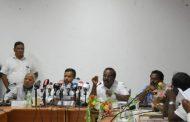 இரு பாராளுமன்ற உறுப்பினர்கள் முரணா கருத்தை வெளிப்படுத்தினர்.