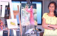 நிர்வாண ஓவியங்களை வரைந்து கலக்கி வரும் பெண்..!!