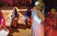 ஒரே நேரத்தில் இரண்டு பெண்களை திருமணம் செய்து கொண்ட இளைஞர்!