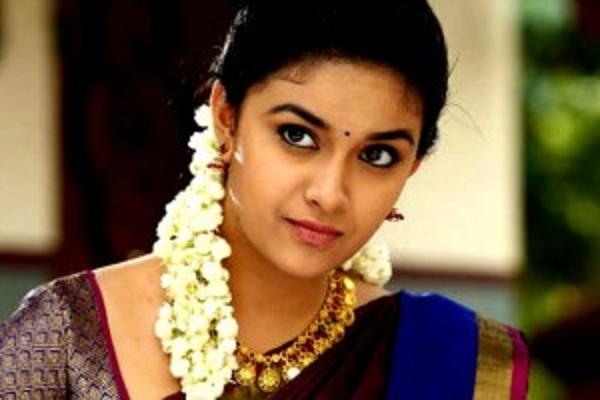 ஒரு துளிகூட மேக்கப் இல்லாமல் இருக்கும் நடிகை கீர்த்தி சுரேஷ்!