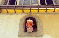 கொரோனாவை கருத்தில் கொண்டு, ஜன்னல் வழியாக  உணவு மற்றும் ஒயின்களை விற்பனை செய்ய மீண்டும் தொடங்கியது!