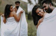 வெள்ளைத் துணியை மட்டும் போர்த்தியவாறு போட்டோஷூட் நடத்திய இளம் ஜோடி!