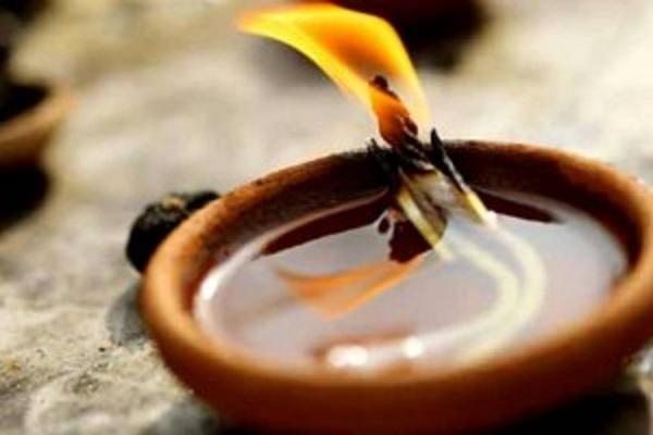 அகல் விளக்கை இந்த திசையில் ஏற்றுவதால் துரதிஷ்டம் துரத்தி துரத்தி அடிக்குமாம்!