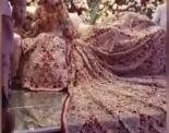 100 கிலோ ஆடையுடன் மணமேடையில் ஜொலித்த மணமகள்!